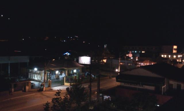 Itaipava à noite (foto do autor).