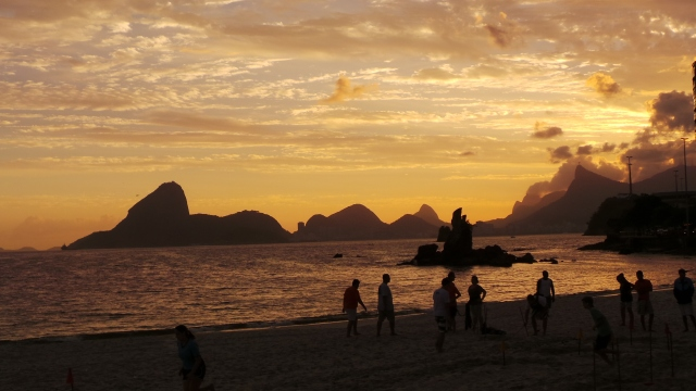 Pòr do sol na Baía de Guanabara.