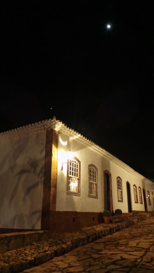 Rua Padre Toledo, com lua e estrela.