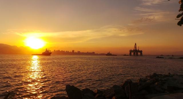 Pôr do sol na Baía da Guanabara, a partir de Niterói (foto do autor).