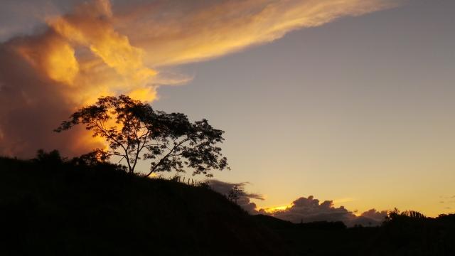 Fim de tarde em Miracema-RJ, na estrada que vai para Minas Gerais.