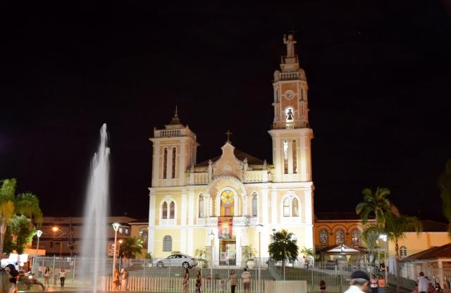 A Igreja Matriz de Bom Jesus do Itabapoana-RJ, no dia 31 de julho passado, quando ocorreu a chamada Luz Azul.