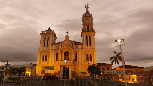 Igreja Matriz de Bom Jesus do Itabapoana (foto do autor).